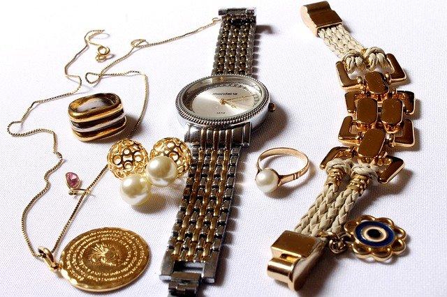 Jak dopasować biżuterię do stylizacji